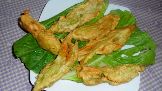 Ricette con fiori di zucca la cucina di verdiana for Pastella per fiori di zucca fritti