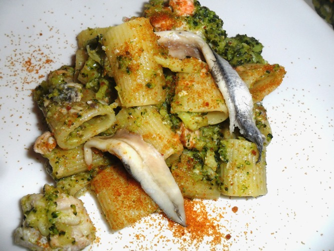 mezzemaniche con broccoli e alici
